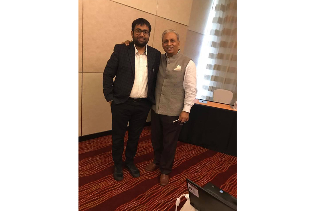 Had a brief interactive session with  C P Gurnani(Chairman, NASSCOM) on what is next with #CompuBrain   #Mumbai #Meetings #SocialMedia2 #SteamRoller